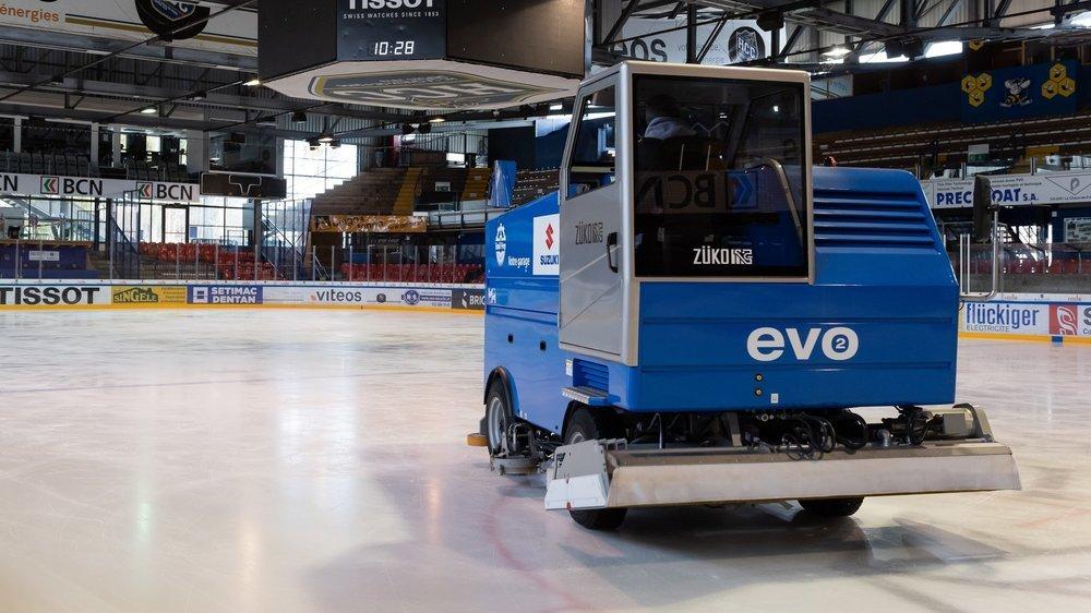 Les employés communaux chargés de l'entretien de la glace aux Mélèzes disposent d'une nouvelle surfaceuse depuis le mois de novembre.