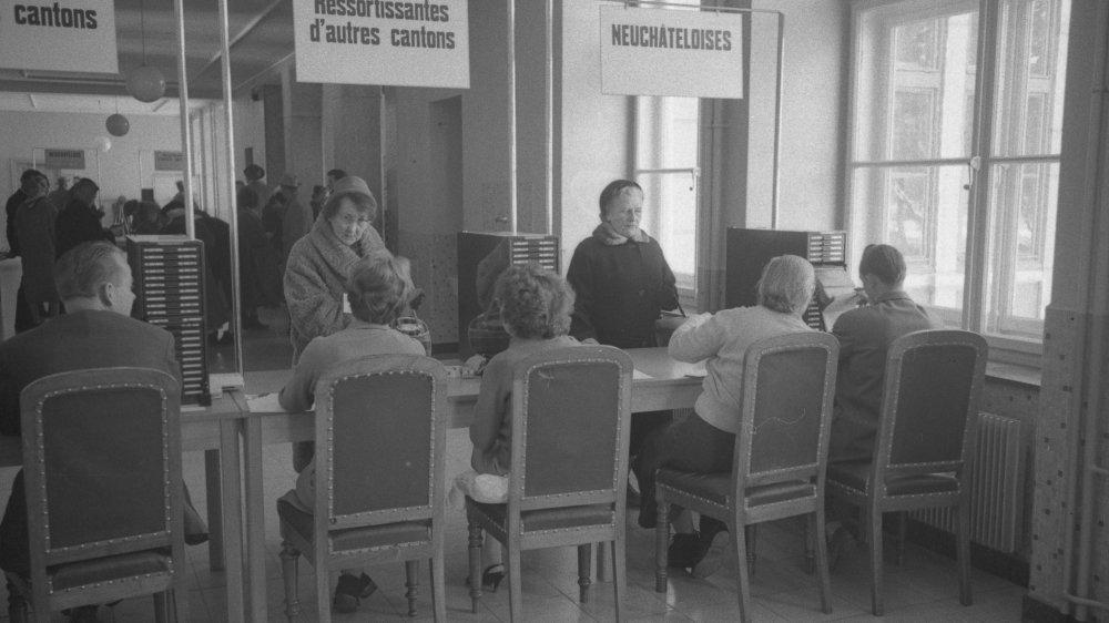 Au printemps 1960, les Neuchâteloises ont pu voter pour la première fois, ici à La Chaux-de-Fonds.