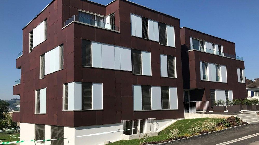 Ce bâtiment d'habitation de Männedorf (ZH) possède des façades qui produisent de l'électricité. Même si ça ne se voit pas.
