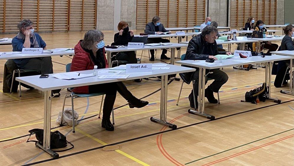 La motion déposée par le POP de Val-de-Travers sera traitée le 22 mars prochain par le Conseil général. ici Adriana Ioset et Philippe Vaucher (à droite) lors de la précédente séance.