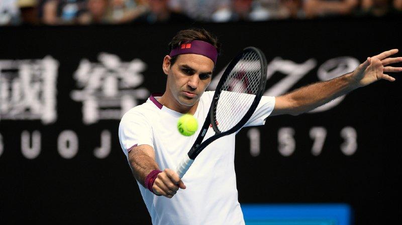Roger Federer en action contre Novak Djokovic en janvier 2020.