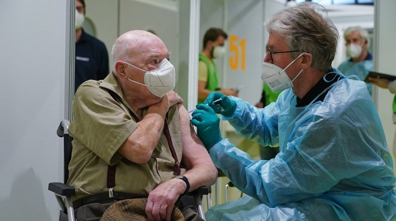 Coronavirus et vaccins: 64 laboratoires sont encore en lice pour obtenir le feu vert de Swissmedic