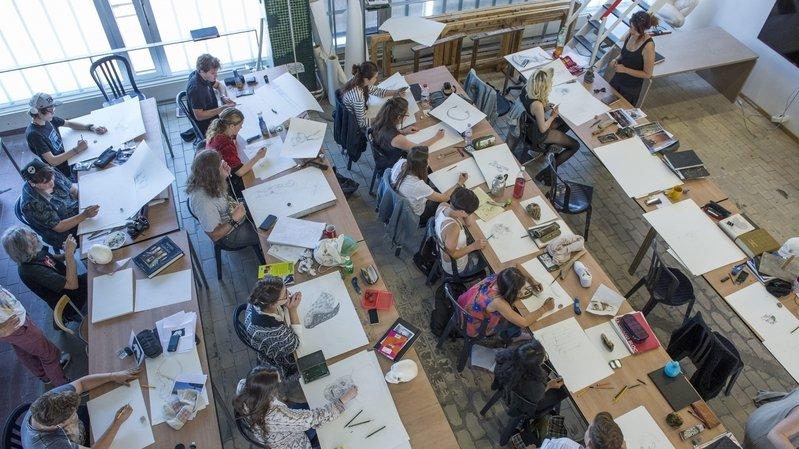 Aux alentours de la fontaine de la justice à Neuchâtel, les étudiants de l'Académie de Meuron présenteront leurs travaux pendant dix jours.