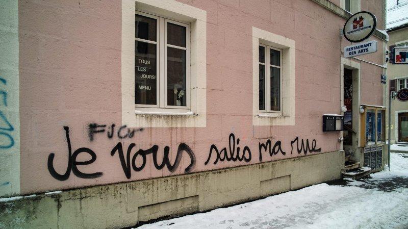 Un graffeur genevois jugé en appel pour avoir souillé un abribus à Fontaines
