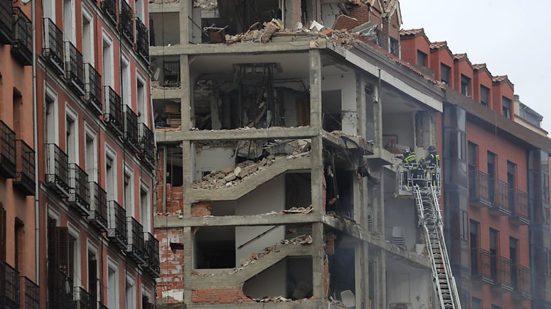 Forte explosion à Madrid: un immeuble détruit, trois morts et un disparu