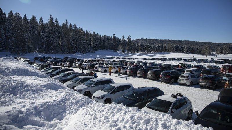 Les stations de ski neuchâteloises ont fait le plein ce dimanche, mais sans saturation