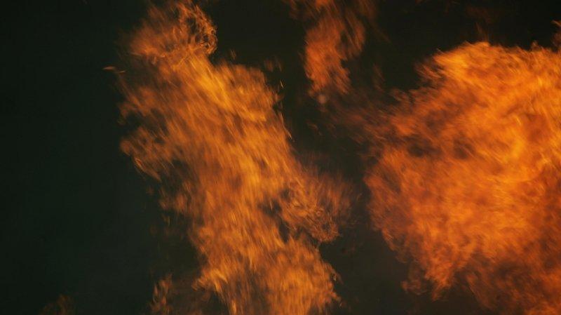 Incendie à Cressier, deux personnes transportées à l'hôpital