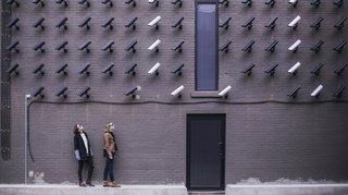 Traçage et surveillance technologique: «Le virus affaiblit la démocratie»