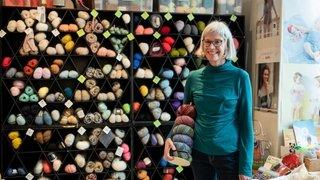 """""""Des articles de bricolage mais pas de laine"""": à Neuchâtel, l'incompréhension des adeptes de tricot"""
