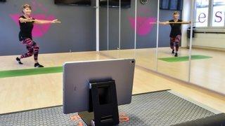 Covid: les fitness neuchâtelois sauvent les meubles grâce aux cours via Zoom