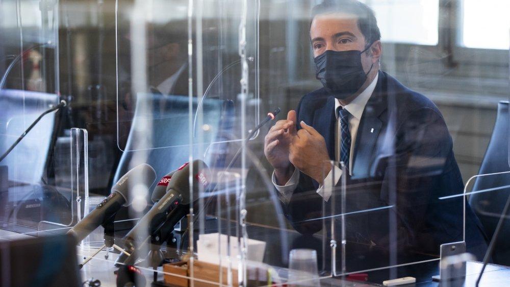 Entouré de plexiglas, le président de la commission judiciaire Andrea Canoni explique leur échec par leurs attentes «très élevées».