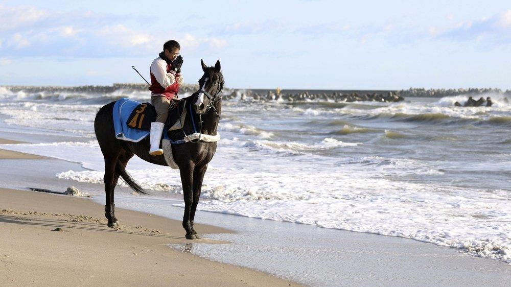 Un habitant sur une plage dans la région de Fukushima. Un tsunami y avait provoqué une catastrophe nucléaire le 11mars 2011.