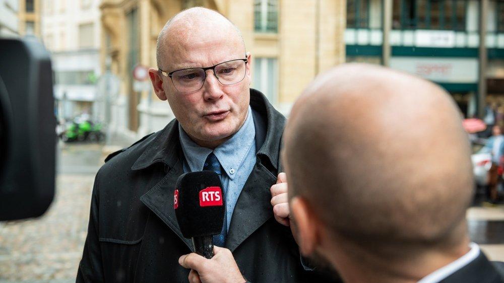 Yvan Perrin à son arrivée au Tribunal de police, à Neuchâtel le 15 juillet 2020, lorsqu'il avait été jugé pour des accusations de discrimination raciale.