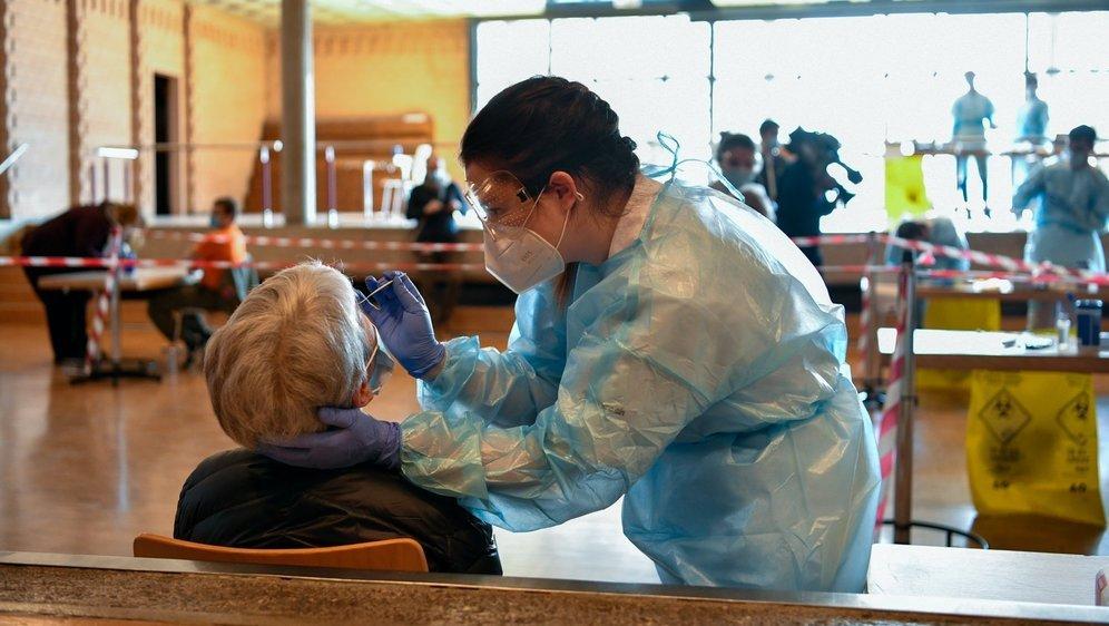 Le centre de dépistage temporaire de Saint-Aubin peut tester jusqu'à 240 personnes par heure.