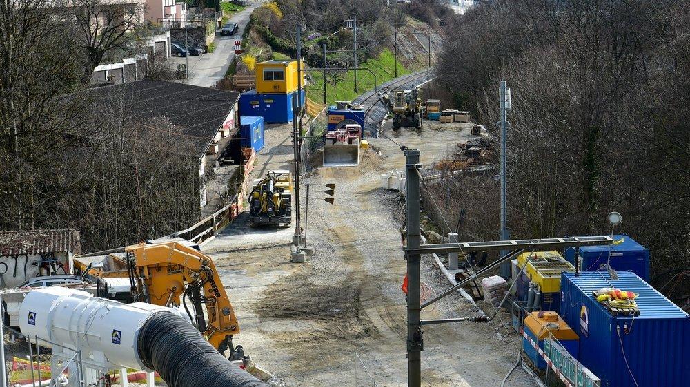 La ligne de train venant de la gare de Neuchâtel s'arrête pour se transformer en chantier.