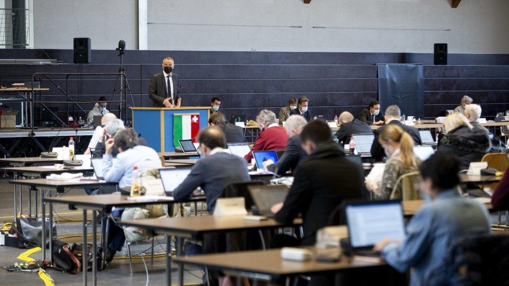 Laurent Kurth devant le Grand Conseil neuchâtelois réuni à La Chaux-de-Fonds.