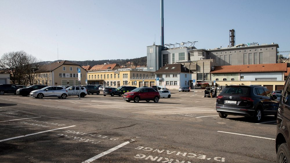 La place des Forains à La Chaux-de-Fonds, désormais parking d'échange.