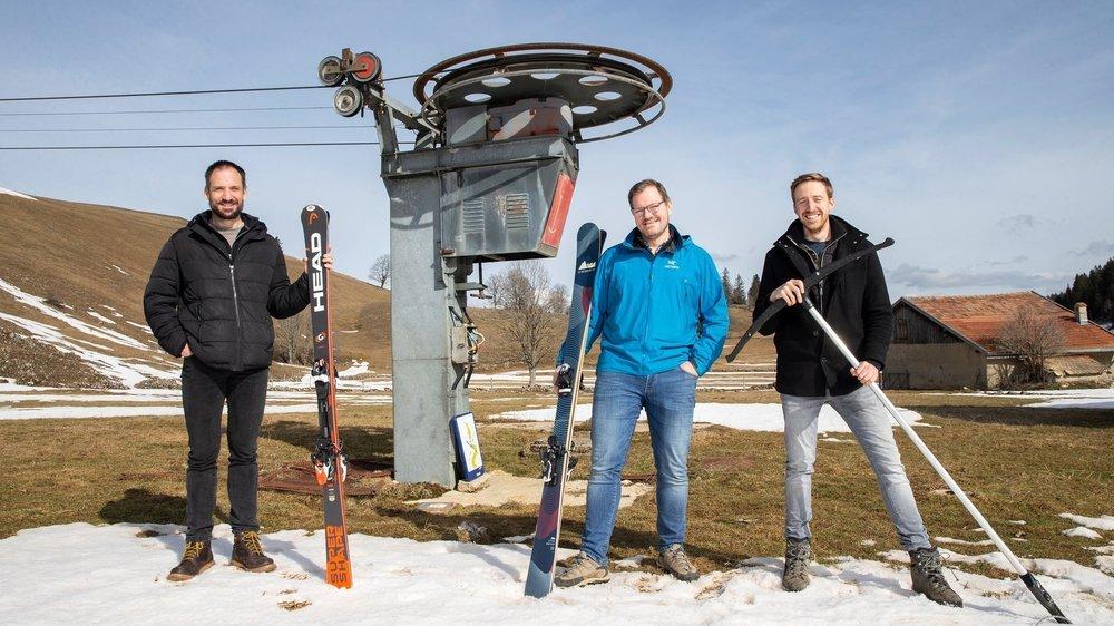 Les fondateurs de l'Association du téléski du Crêt-Meuron: Philippe Carrard, Nicolas Grandjean et Léonard Reichen (de g. à d.) lancent un appel au soutien à tous les férus de ski alpin.