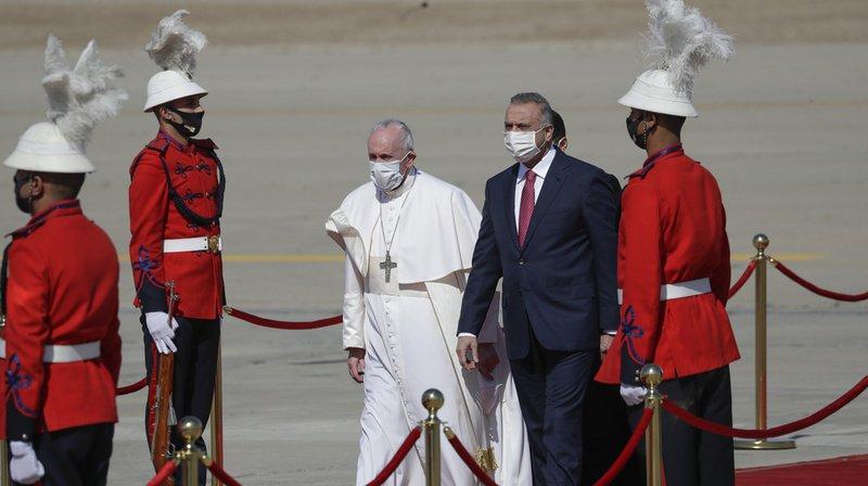 Le pape François entame «content» sa visite historique en Irak