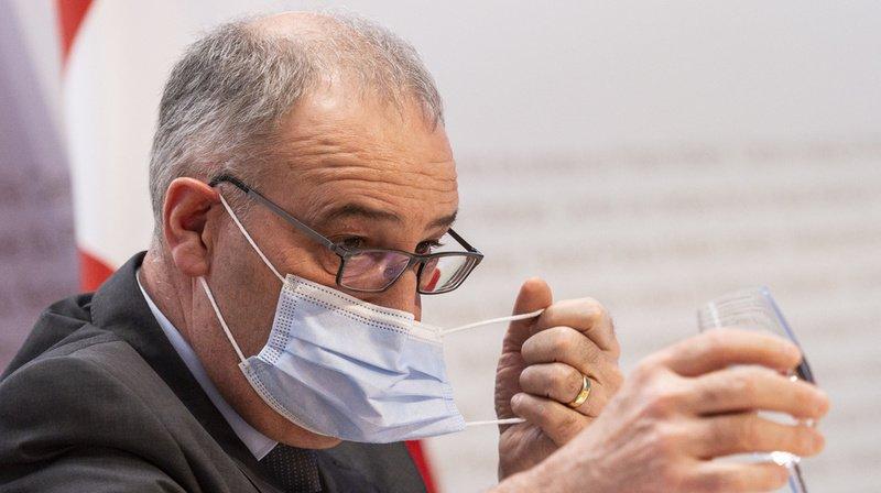 Initiatives anti-pesticides: Guy Parmelin estime que les deux textes vont trop loin