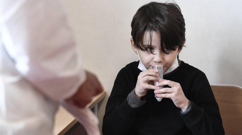 Vers des tests salivaires ciblés dans les écoles neuchâteloises