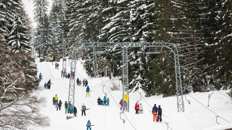 La neige est de retour dans le canton de Neuchâtel et aux Bugnenets - Savagnieres.