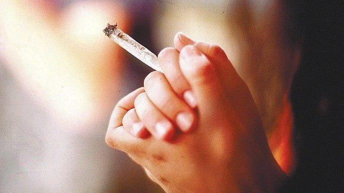Neuchâtel: elle voulait fumer du cannabis, lui espérait du sexe