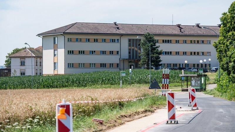 Pour Droit de rester, la gestion du Centre fédéral d'asile de Perreux est problématique à plusieurs égards.