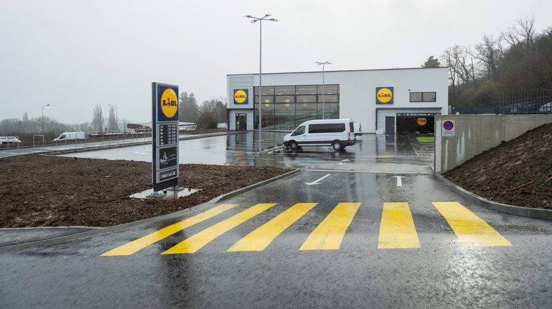 L'accident s'est déroulé à la sortie du magasin Lidl, à Bevaix.