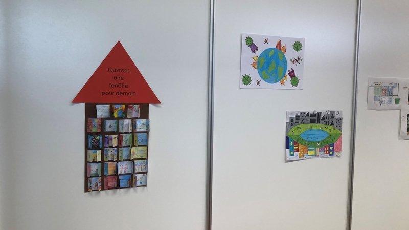 Jura: des photographies anciennes exposées dans le centre de vaccination de Courtételle