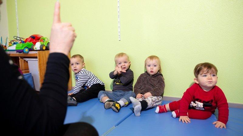 Les bébés apprennent le langage des signes dans les crèches de Val-de-Travers
