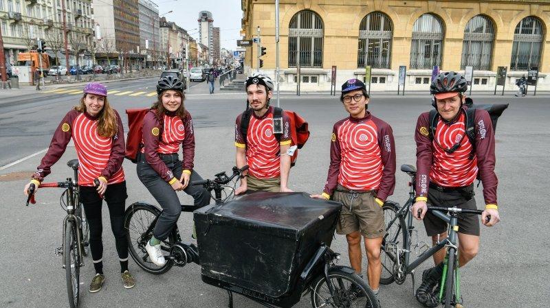 Légumes, courrier ou analyses médicales, la coopérative neuchâteloise La Cyclone livre tout à vélo