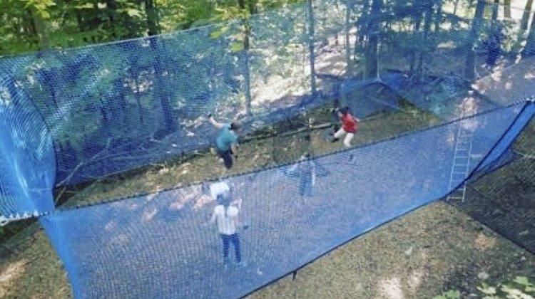 Un trampoline géant pour la réouverture du Parc aventure de Chaumont