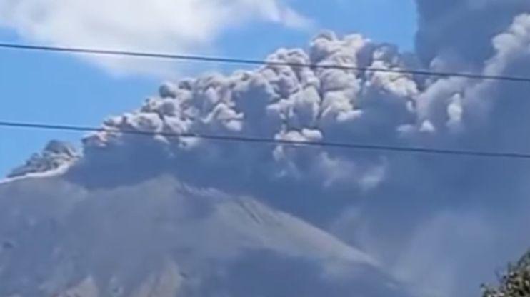 La colonne de cendres et de fumée s'est rabattue vers Chinandega, située à environ 17 km de là.