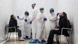 Coronavirus: première augmentation des nouveaux cas dans le monde en sept semaines