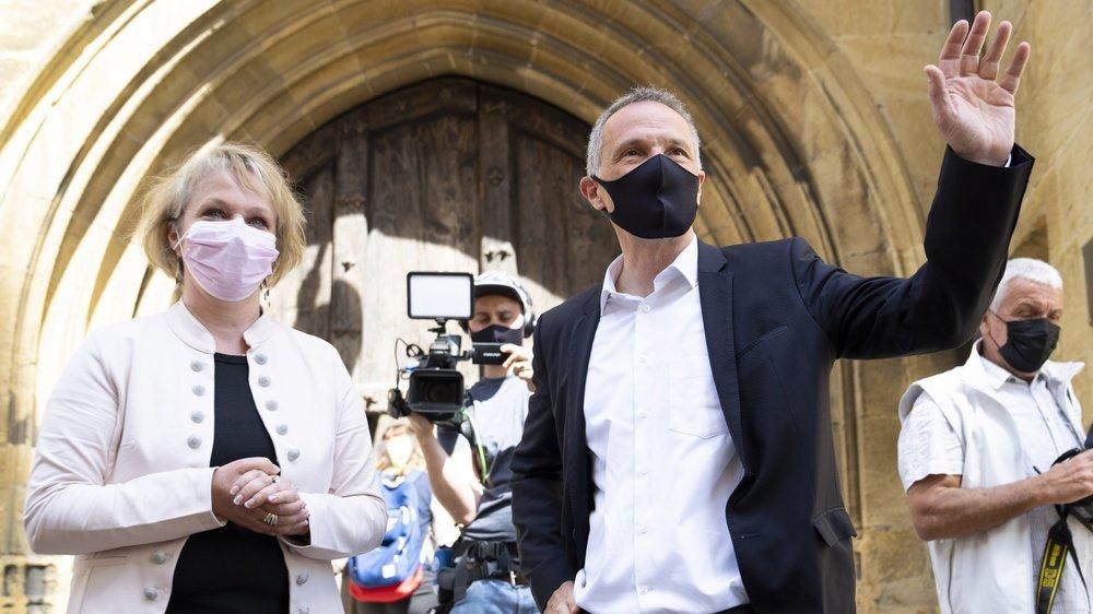 Le socialiste Laurent Kurth arrive au Château avec sa colistière Florence Nater.