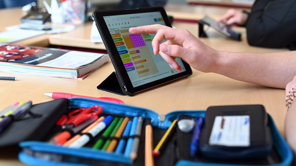 L'utilisation de tablettes à l'école doit permettre aux élèves de mieux développer leurs compétences numériques (image d'illustration).