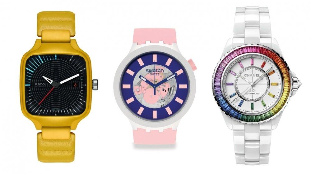 La Rado (en jaune), la Swatch (en rose) et la Chanel (bracelet blanc) sont trois montres majoritairement conçues en céramique.