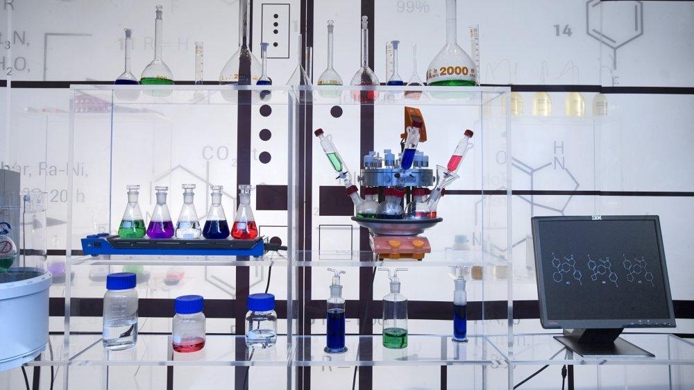 Des molécules antivirales sont en train d'arriver dans des phases avancées d'études cliniques, en Suisse également.
