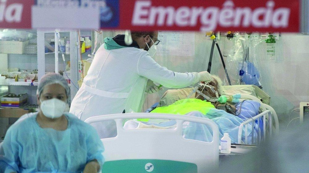 Le variant brésilien frappe fort et les cas se multiplient, comme ici au service des urgences de São Paulo.