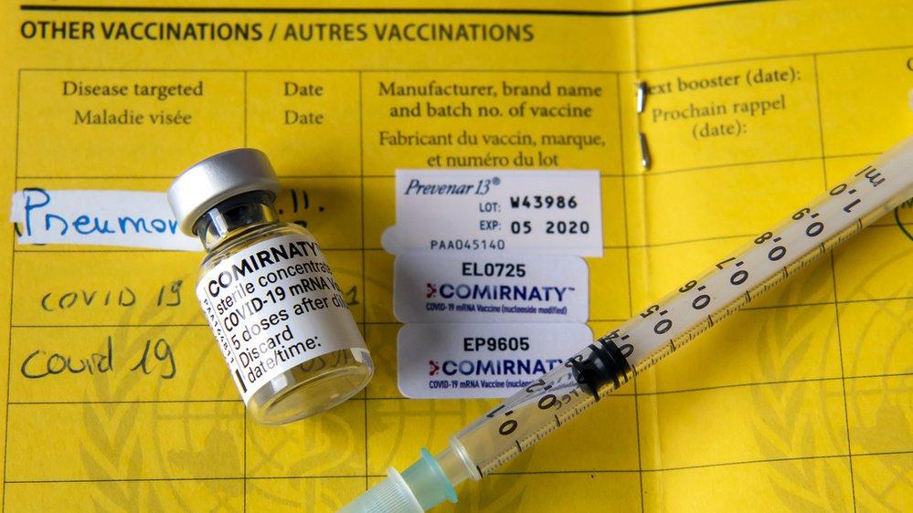 Pour certains, il est fondamentalement problématique que les personnes vaccinées se voient accorder davantage de liberté.