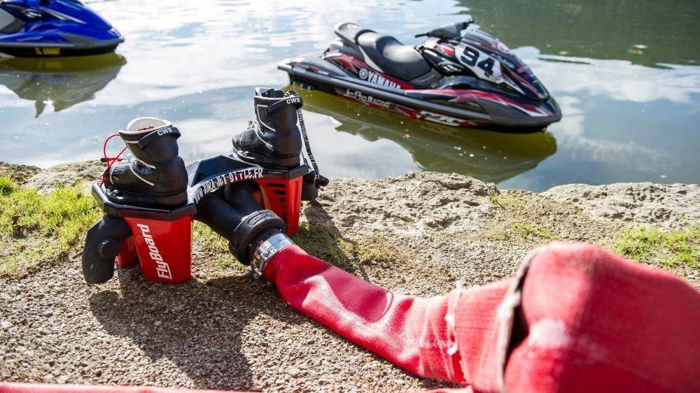 Un jeune homme gardera des séquelles à vie après avoir été blessé lors d'un baptême de flyboard proposé, sans autorisation préfectorale, lors de la Fête du Doubs 2014.  Photo : Lucas Vuitel