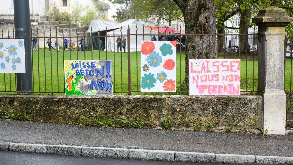 En mai 2019, le collectif Latchauxverte manifestait sur le terrain de l'Ancienne pour combattre le projet de parking.