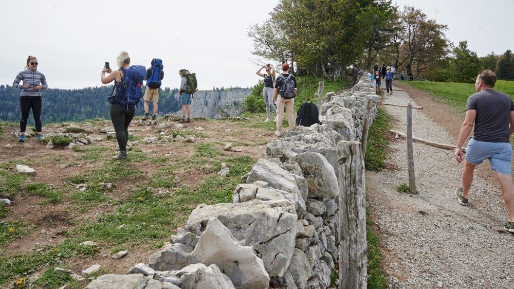 Les visiteurs se pressaient au Creux-du-Van en mai 2020.