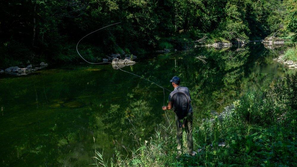 Selon les pêcheurs de rivière, les pesticides menacent les populations de poissons.