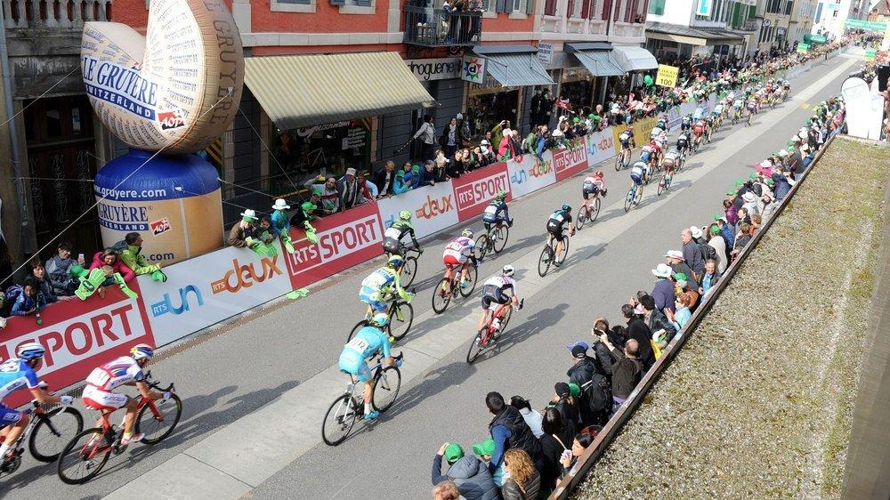 Pas de public cette année pour voir passer et arriver le Tour de Romandie à Saint-Imier.