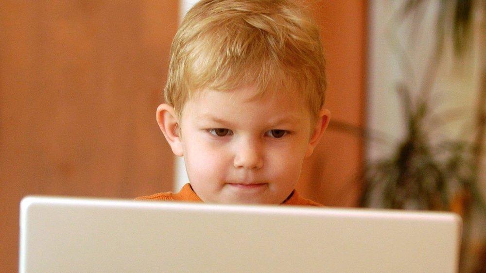 Protection des enfants dans le monde numérique: la Suisse serait bien inspirée d'agir sans tarder.  Neuchatel, 31.03.07 PHOTO DAVID MARCHON