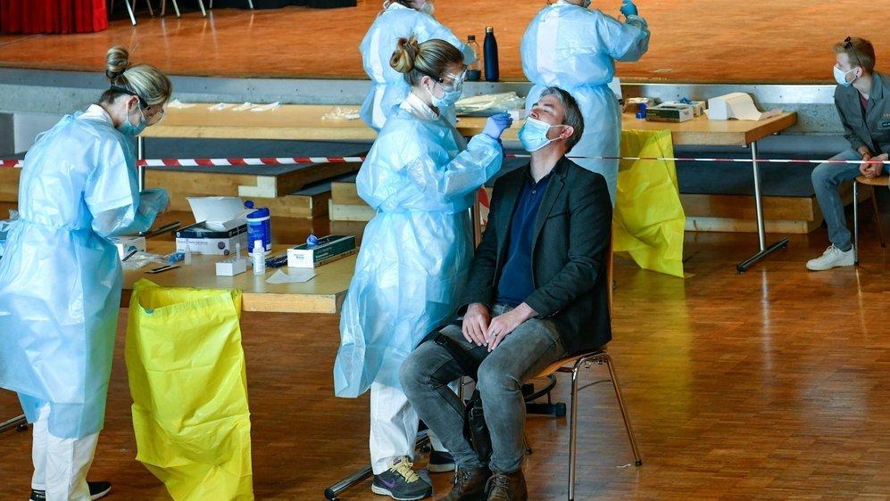 Photo prise lors du dépistage massif réalisé dans la salle de spectacles de Saint-Aubin, le 25 mars dernier.