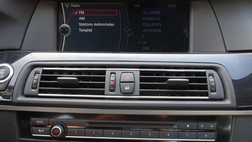 OBSOLÈTE Il n'était déjà plus possible de mettre à jour le GPS de cette BMW Série 5 de 2012. Et bientôt, la radio FM et les infos routières se tairont pour toujours.