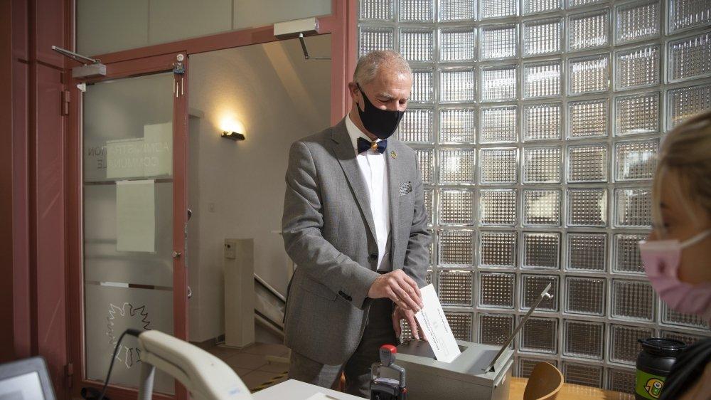 Roby Tschopp a voté dimanche matin à l'hôtel de ville de Cernier.